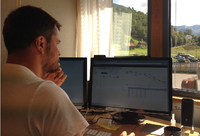 Torstein Hønsi viser frem det neste prosjektet Highcharts Cloud. Foto: Henrik Larsen